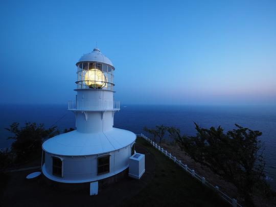 室戸岬の灯台もおもいやりの点灯!